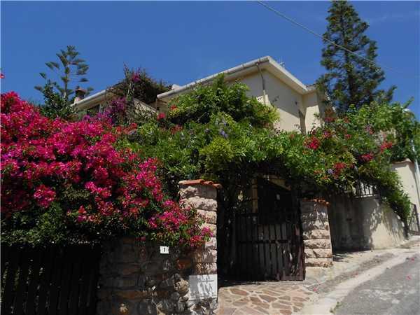 Ferienhaus 'Villa Bougainville' im Ort Porto Alabe