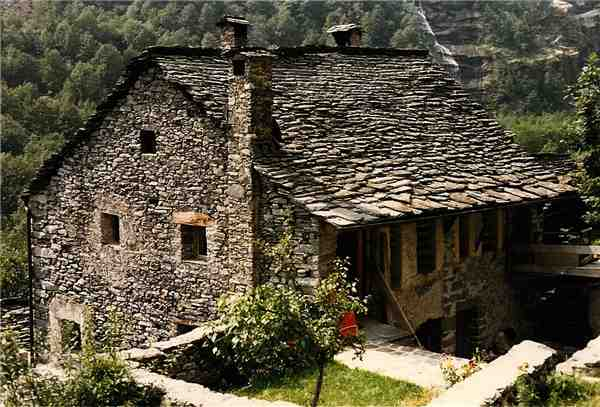 Holiday house Grosser Rustico von 1490, Mondada (Cavergno), Bavona Valley, Ticino, Switzerland, picture 1