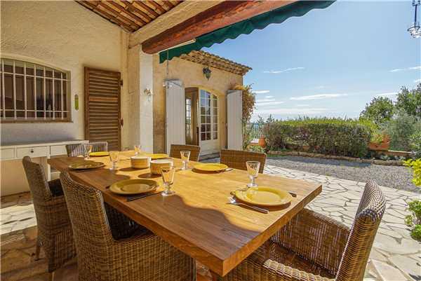 Ferienhaus 'Exclusive Villa mit Pool und Blick im Hinterland von Cannes' im Ort Cabris