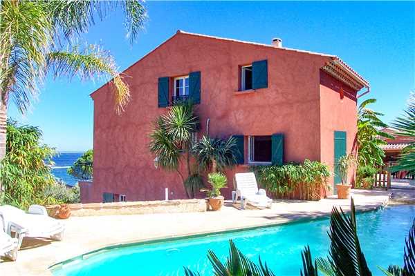 Ferienhaus 'Komfortable Villa für 8 Personen mit Pool, Meerblick und direkt am Strand in Südfrankreich' im Ort Carqueiranne